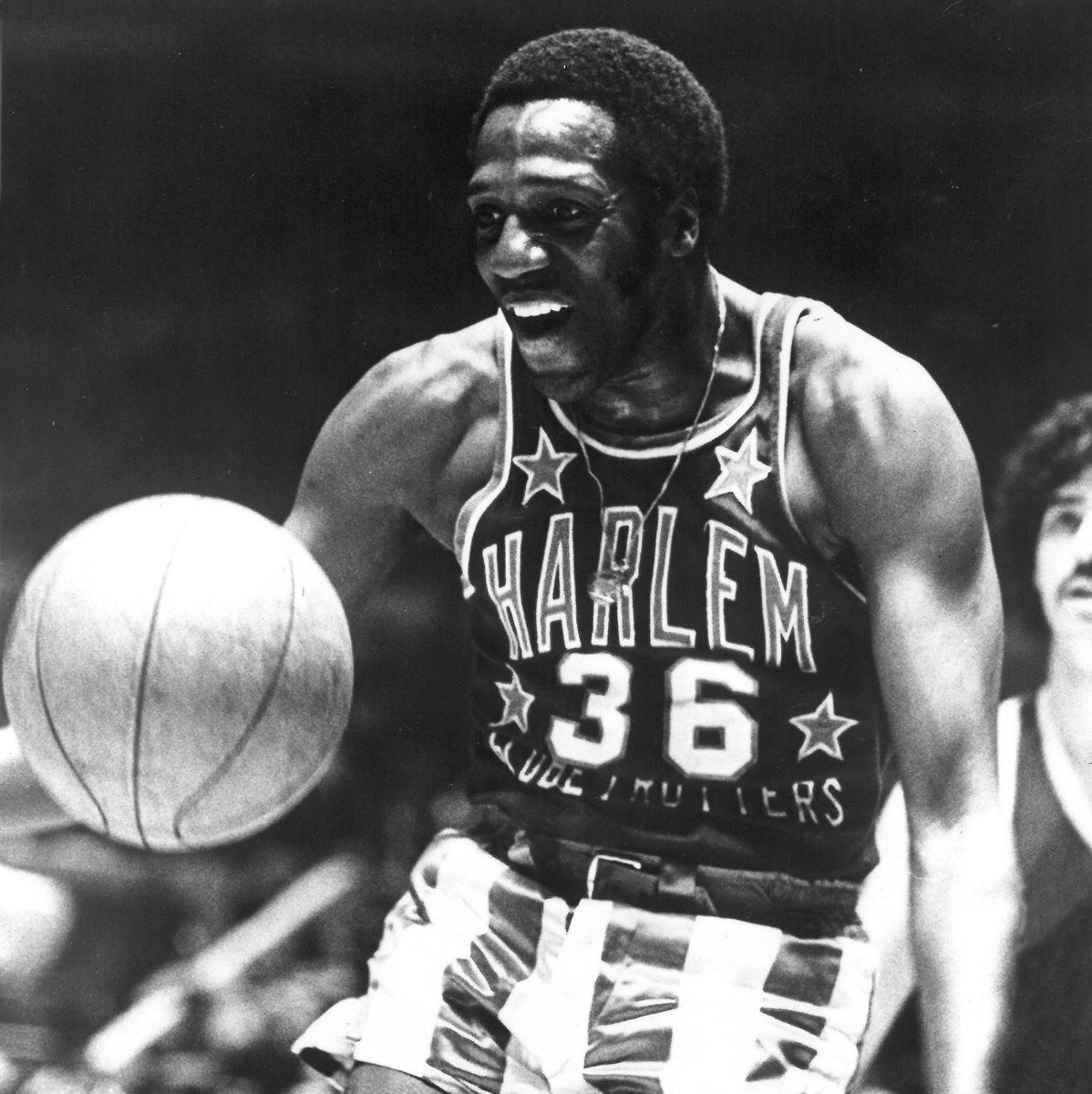 We are deeply saddened by the passing of our beloved Meadowlark Lemon. He was 83. #RIPMeadowlark https://t.co/tCRWkZUD3h