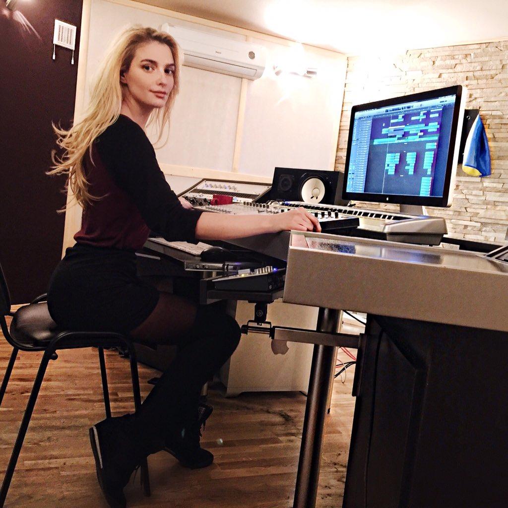 Tatyana Tatiana-kotova  - Кто-то наряж twitter @Kottova