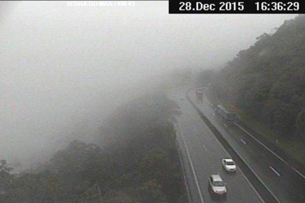 Motorista: atenção para neblina na BR-277, na Serra do Mar. Use luz baixa e mantenha distância do veículo à frente! https://t.co/9Z28Ie70fe