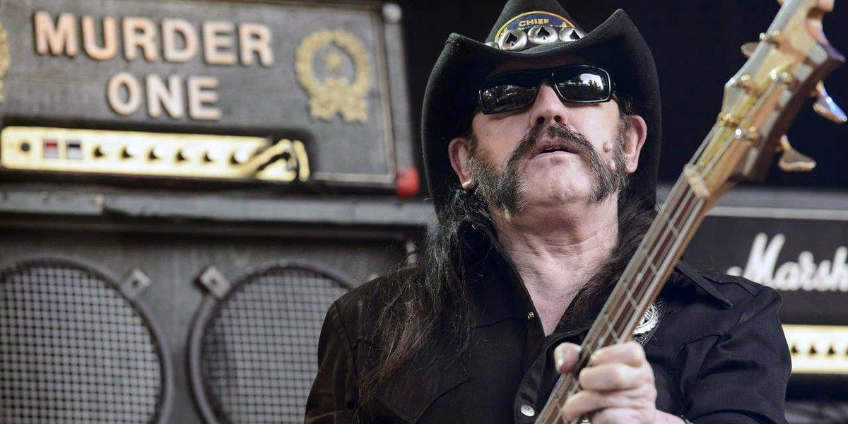 Lemmy (leader dei Motorhead) scopre di avere il cancro e in due giorni muore