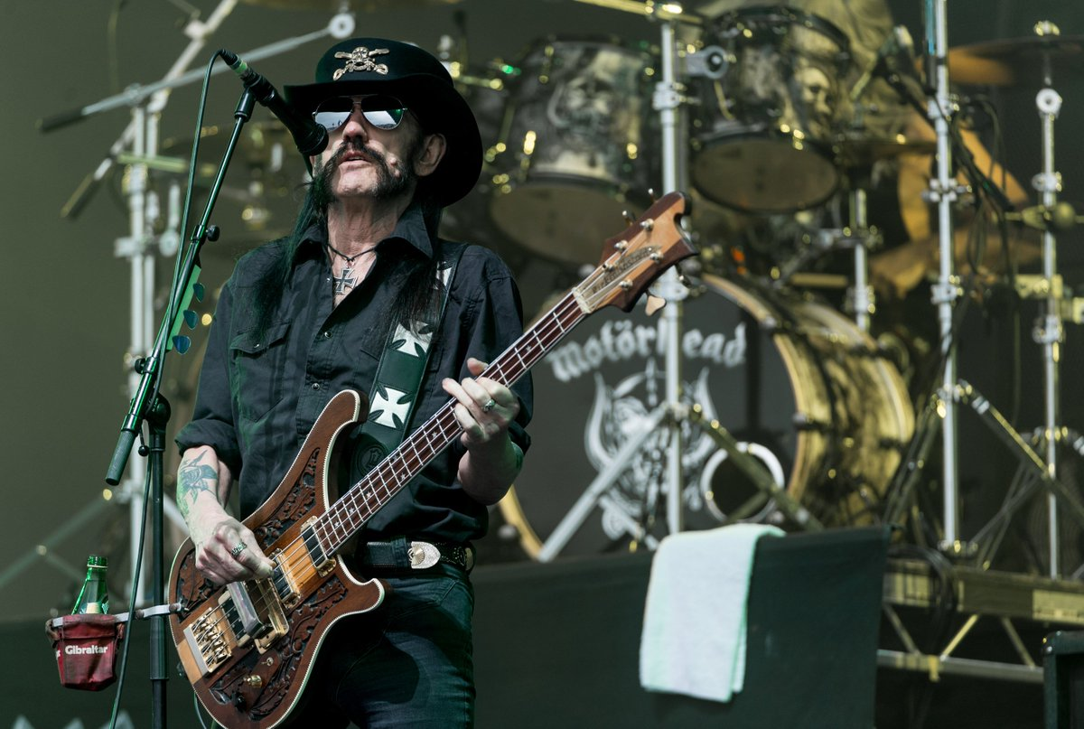 BREAKING NEWS: Lemmy has reportedly died at the age of 70: https://t.co/tzIwKQ0LV6 https://t.co/4wkGLXpFms