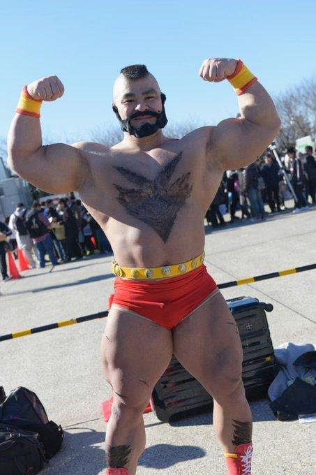 コミケ1日目速報 ザンギエフ!( @taichi_shimizu_ )美しい筋肉だ\u2026 C89 pic.twitter.com/iNK6zRY9OZ