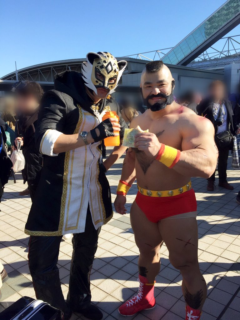 ザンギエフの方、調べてみたら清水さん(@taichi_shimizu_ )だったようでビビった 隣の方のお名前は聞けなかった・・・ #コミケ https://t.co/WBDuP3Swxy