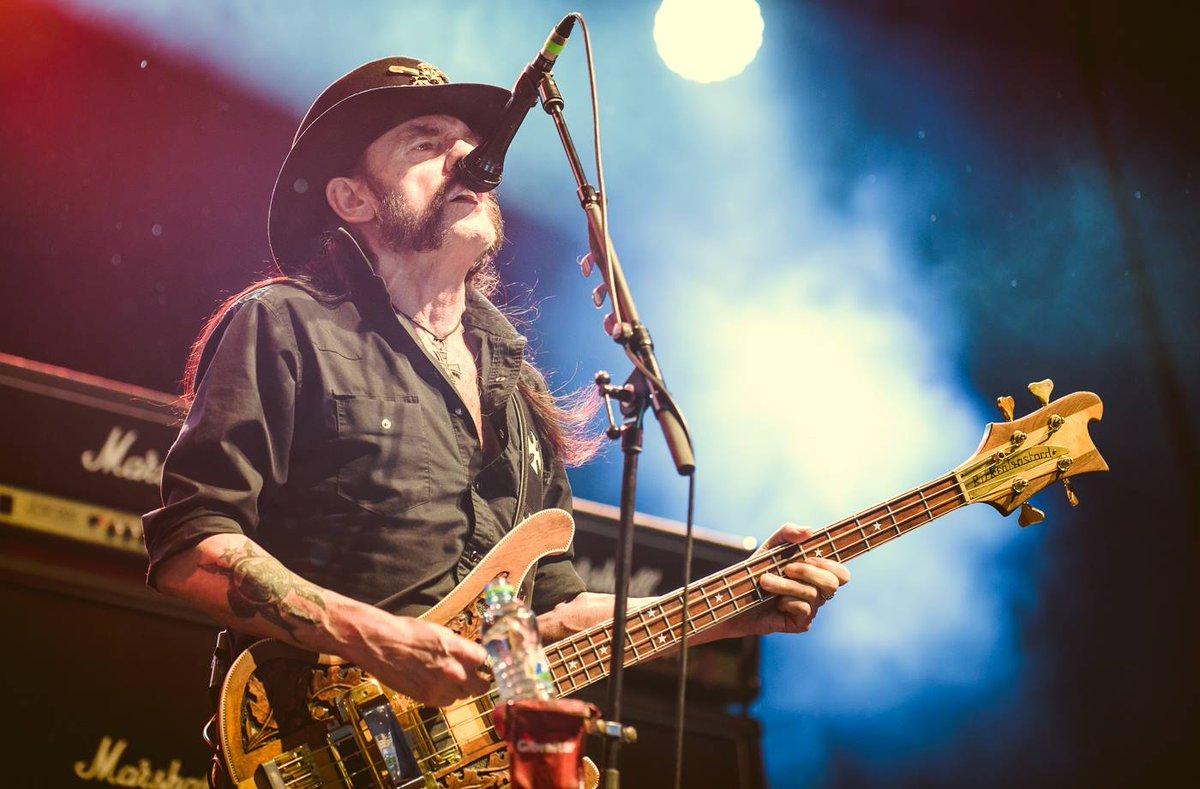 Zemřel Lemmy Kilmister. Jsme rádi, že jsme spolu s @rockforpeople mohli tuto legendu slyšet letos v létě v depu. https://t.co/FpE8d3v4mA