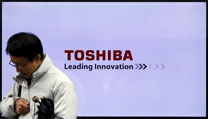 Toshiba says to seek new $2.5 billion credit line for restructuring