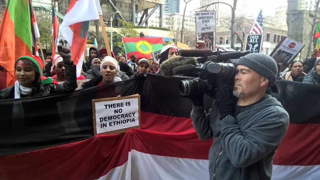 Protestors at Federal building say Ethiopian govt. is oppressing Oromo students. @DanKingImages gets the video. https://t.co/TSm7K1TDmu