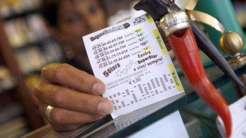 Estrazione Lotto SuperEnalotto di ieri martedì 5 Gennaio 2016, numeri vincenti quote SuperStar