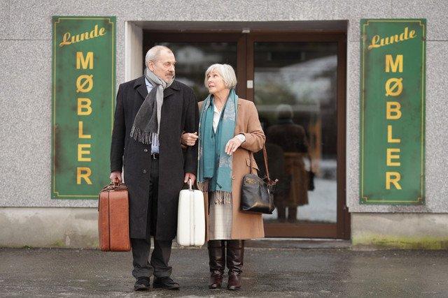 小さな家具店の主がIKEA創業主を誘拐!?偏屈な男たちの珍道中を追う北欧映画