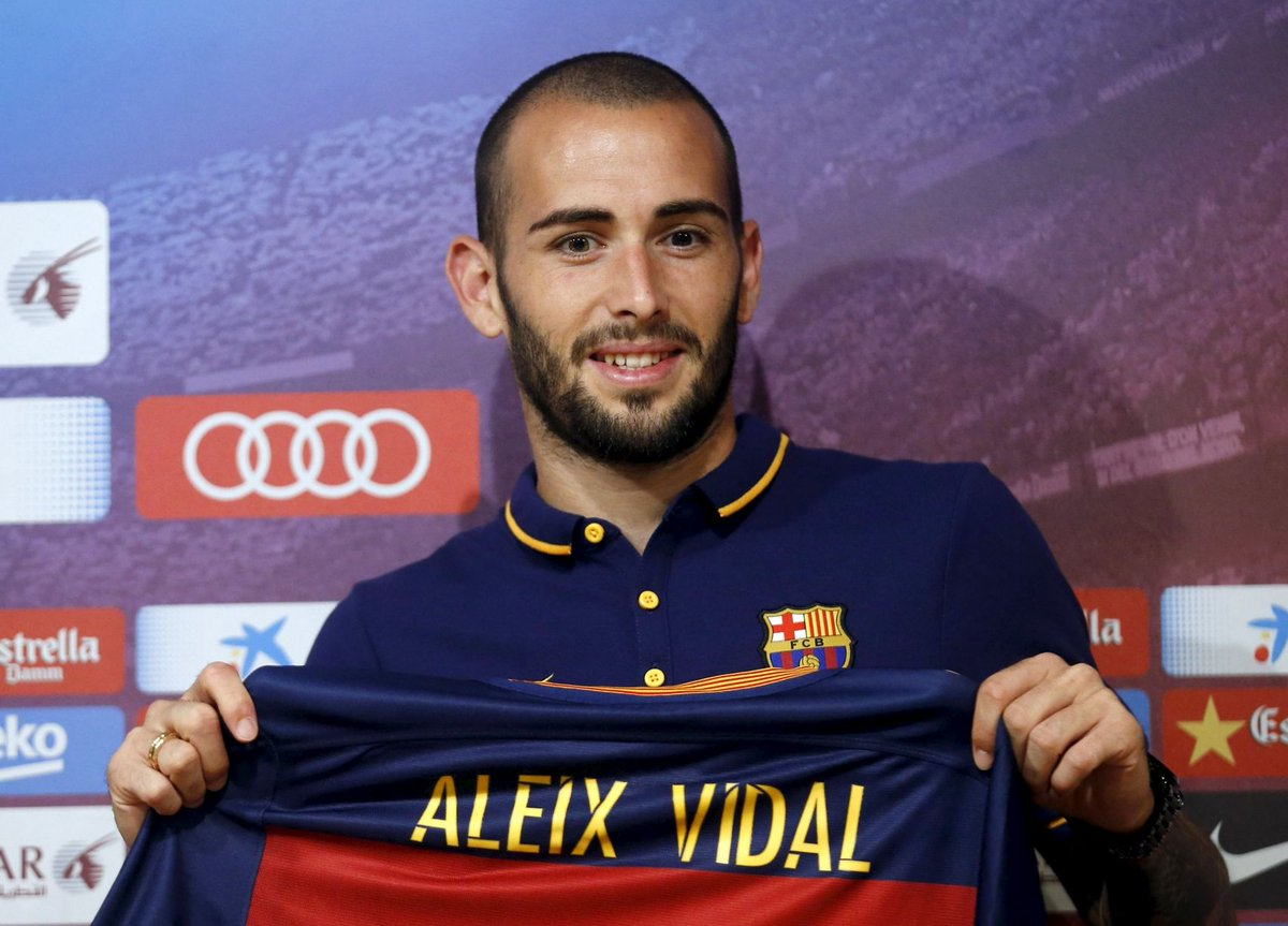 dc6c527f8fc Aleix Vidal will wear the number 22 that used to belong to Dani Alves and  Eric Abidal.pic.twitter.com tRvASpMAUZ
