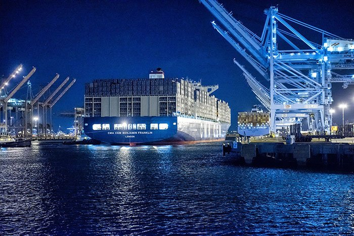 Largest mega-ships to call US #Ports require unprecedented #SupplyChain cooperation https://t.co/duQfWubAYj https://t.co/5z7AIxMQZ6