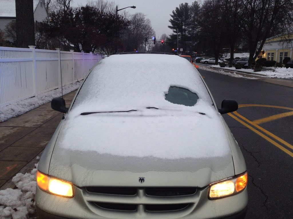 This car was just stopped by #WPD on Linden St for not cleaning off the windshield. #Citation https://t.co/kXxCDQcYUQ