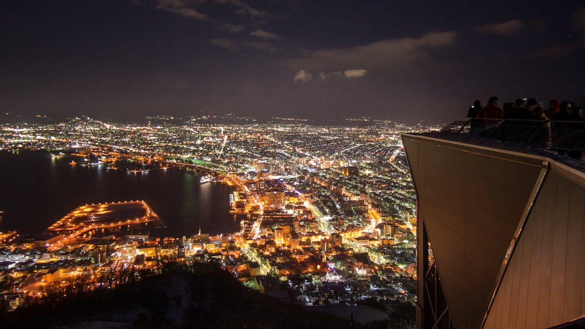 昨夜の函館山からの夜景 2015/12/30 次から次へとやってくる観光客でごった返してました… #hakodate #函館 #夜景 https://t.co/WvOPSTIlZA