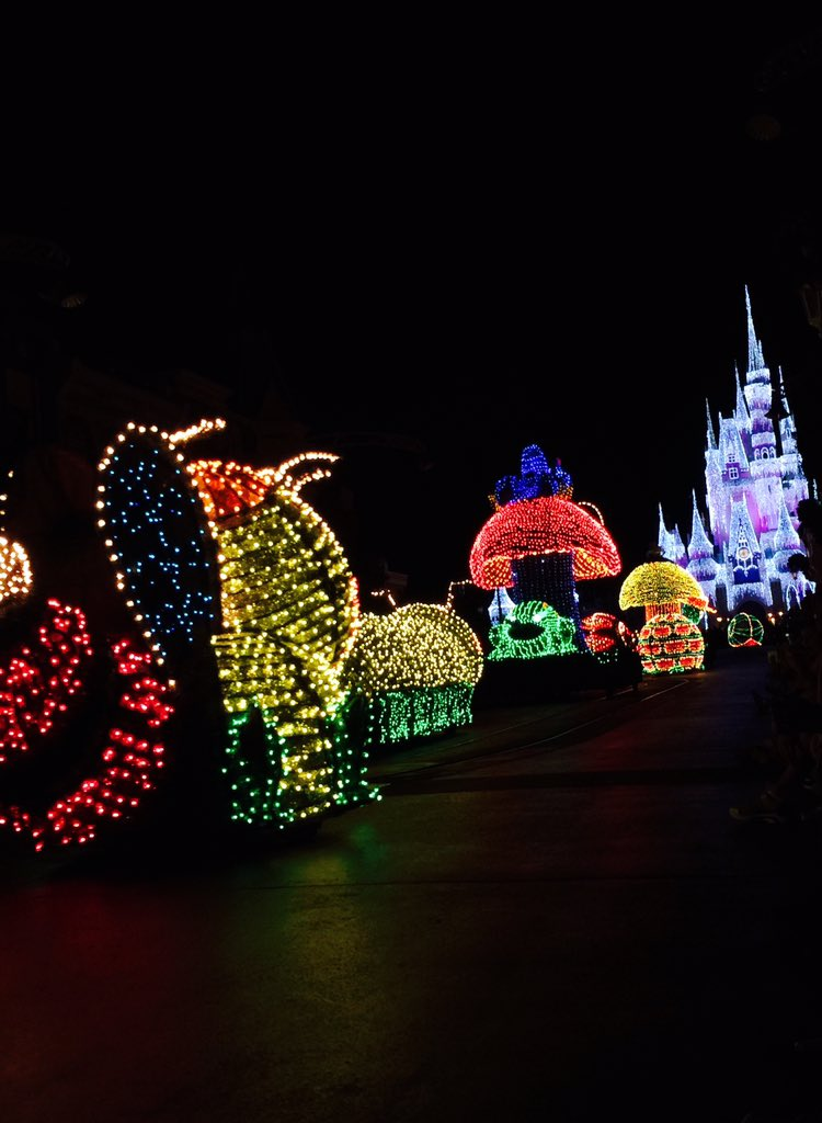 Day 364 https://t.co/BeKdLpF2oS #Disney #parade #lights #photography #project365 https://t.co/yTOzAs7lY1