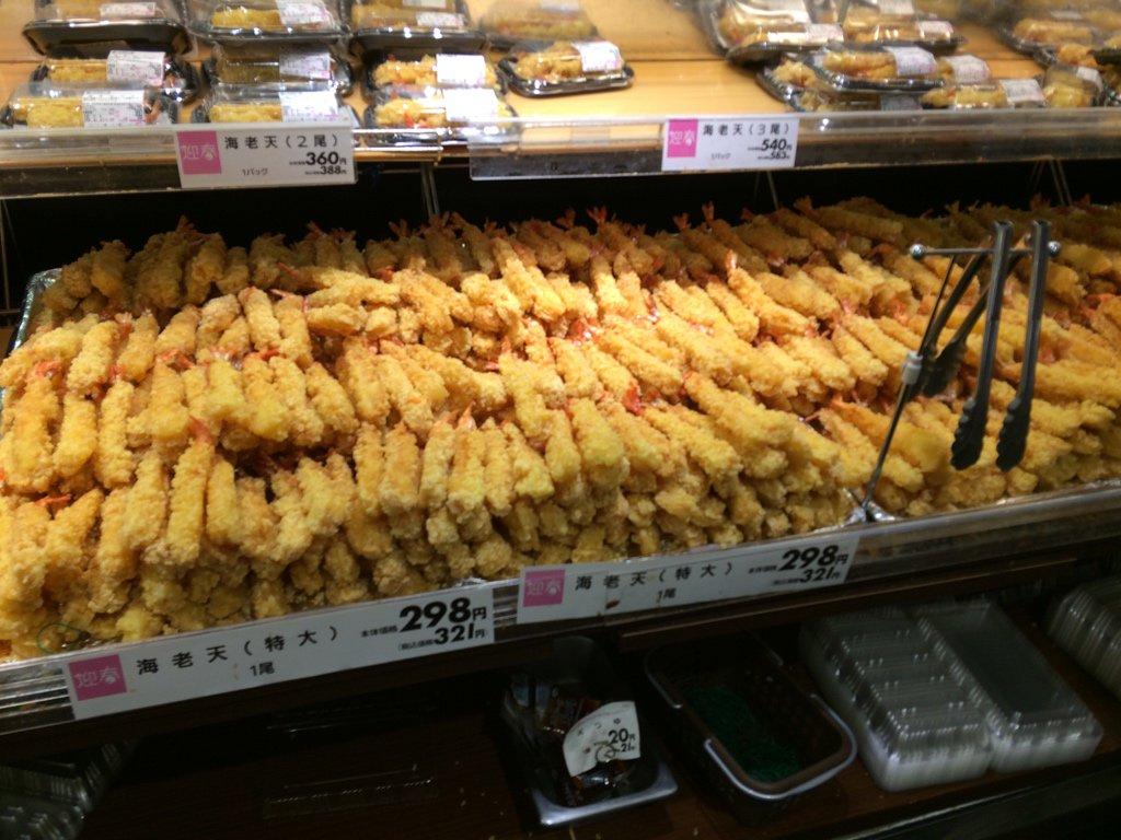 スーパーに来たら海老天が凄いことになってた https://t.co/Js4zghYLyn