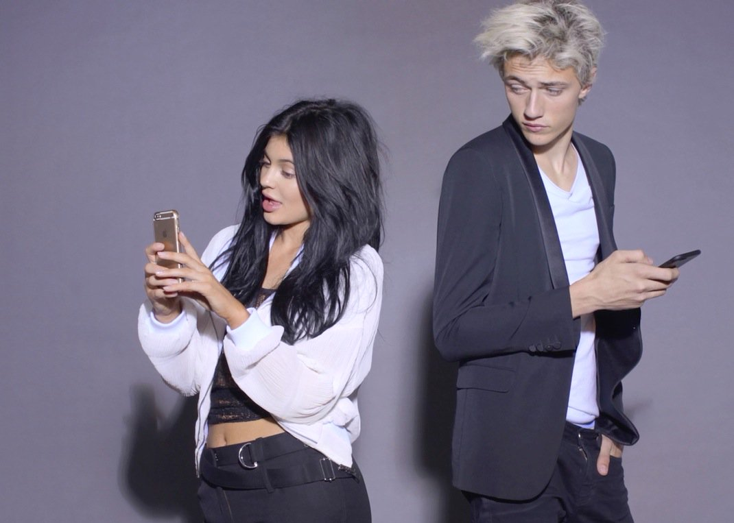 Watch: @KylieJenner and @luckybsmith were born in the 90s https://t.co/Tmvh4vE01g https://t.co/kDDap4Nzp5