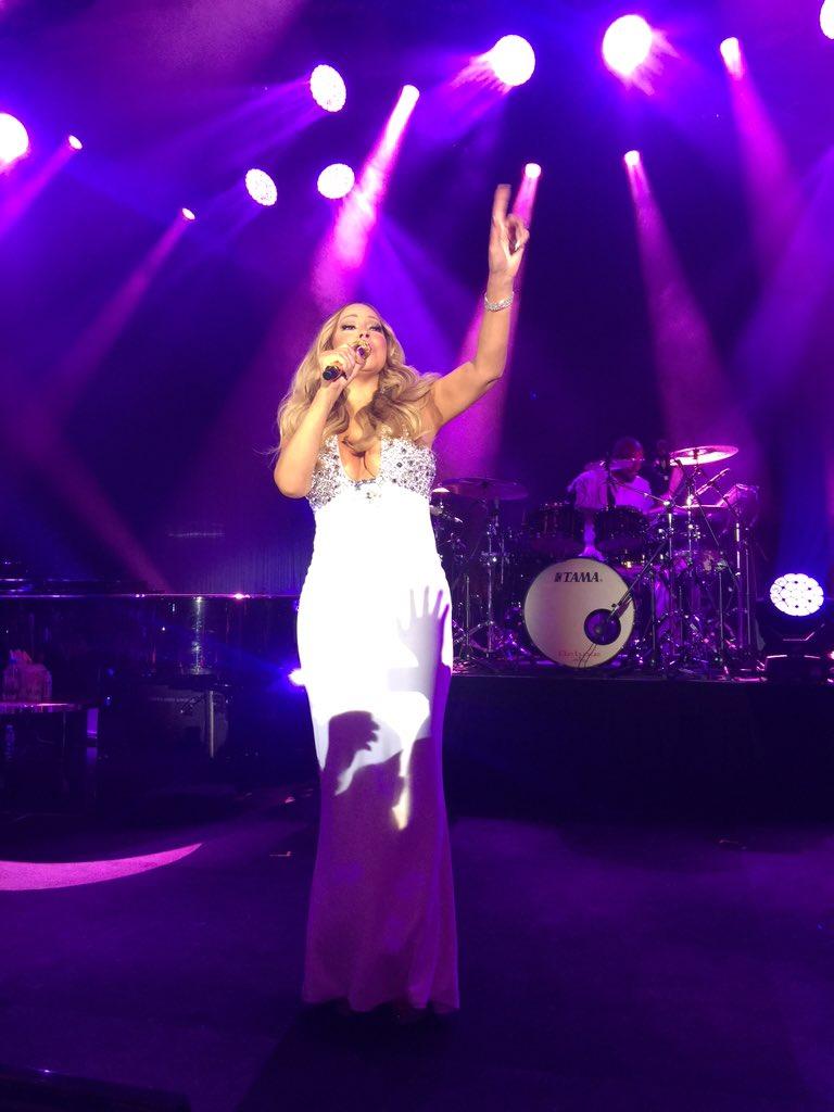 [Nouvel an 2016] ■ Mariah carey en concert en Australie  CXjLzvXUEAAexrr
