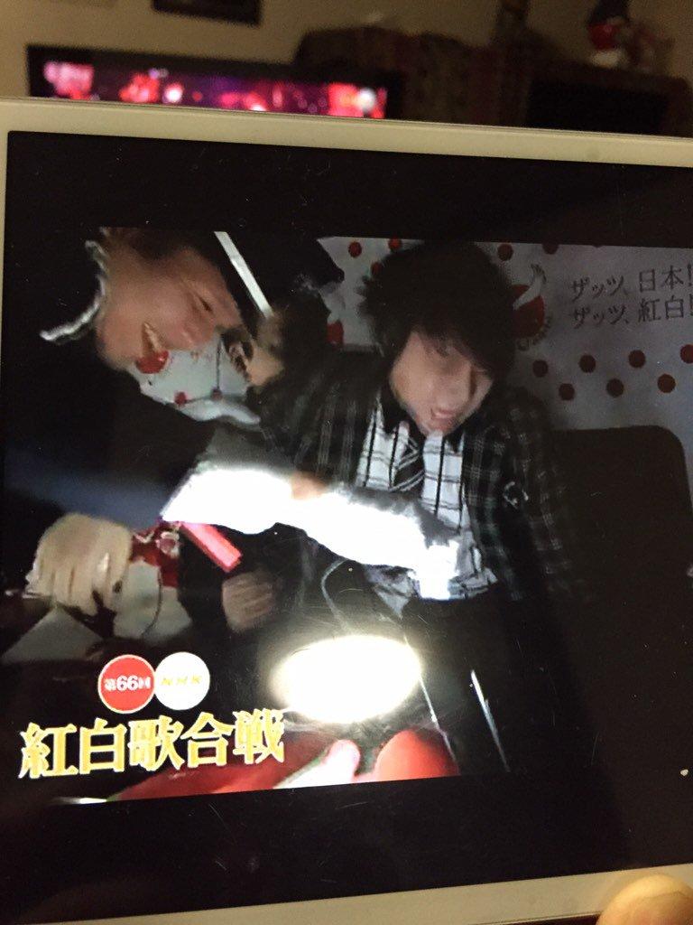 西川さん、警備員につれていかれて退席(´Д` )wwww   ここまでネタ満載ですごいなあ、紅白w https://t.co/ULWXtCxmNu