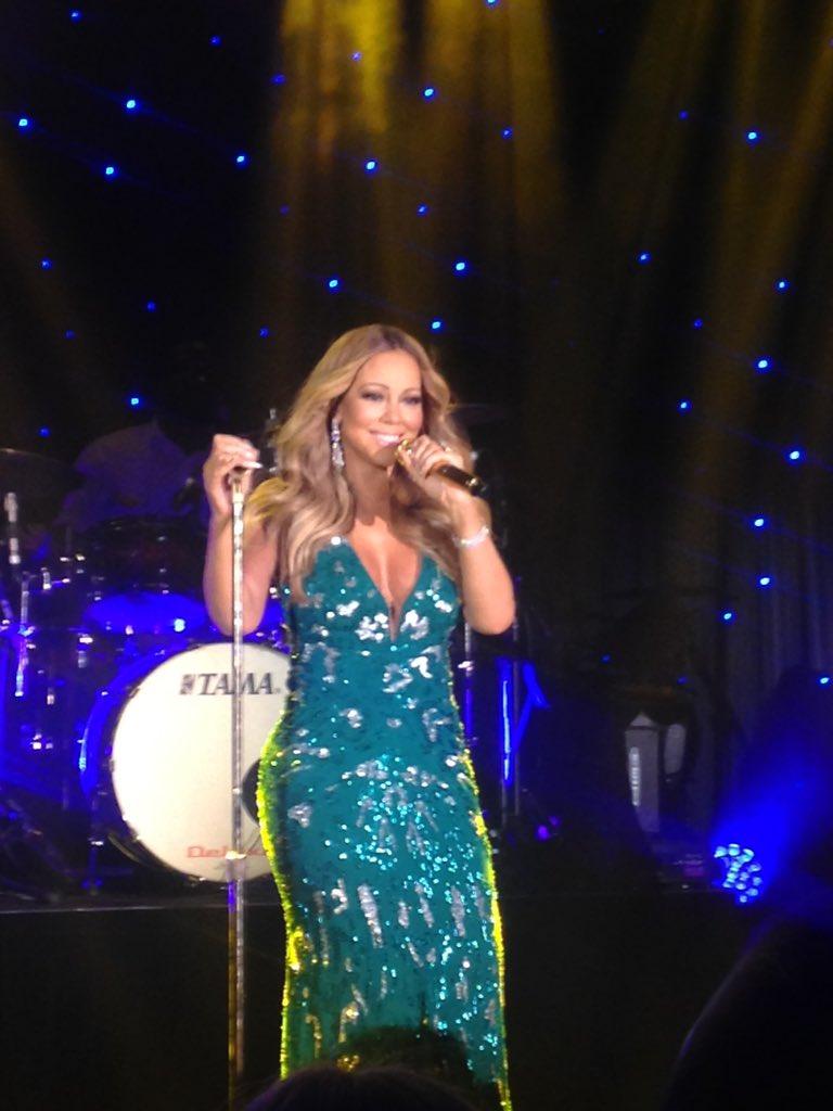 [Nouvel an 2016] ■ Mariah carey en concert en Australie  CXjVaUEUwAAIQay
