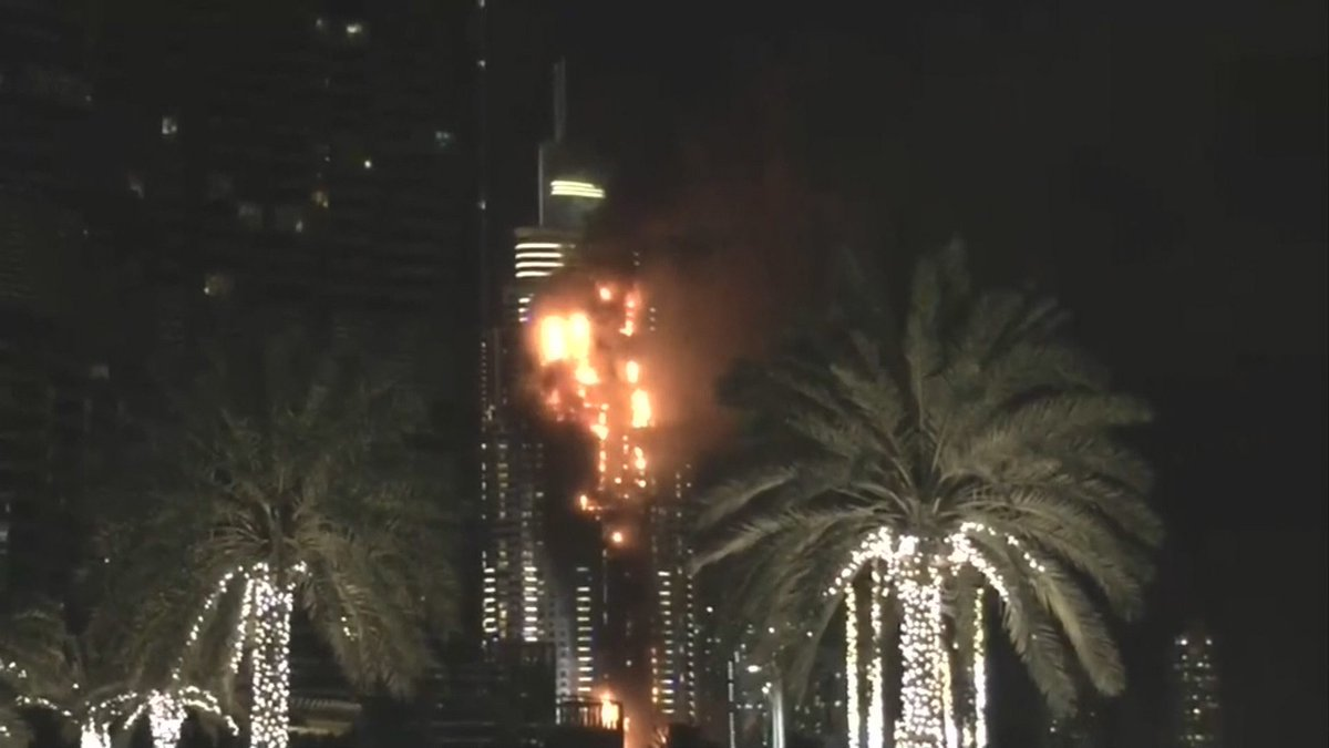 Another shot of the fire in Dubai. AP says this is near a massive NYE fireworks display. https://t.co/vqDDxzbRAA