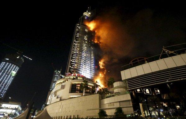 #LAFOTO | Incendio en hotel de #Dubái antes de celebración de #Nochevieja https://t.co/cf4PDDdMSD