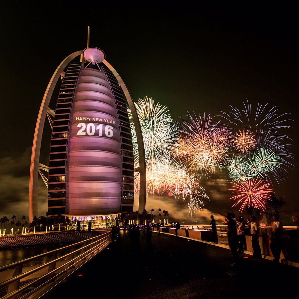Soak in the magical moment @BurjAlArab #NewYearFirework #2016 #Dubai https://t.co/uVdgkw6TlI