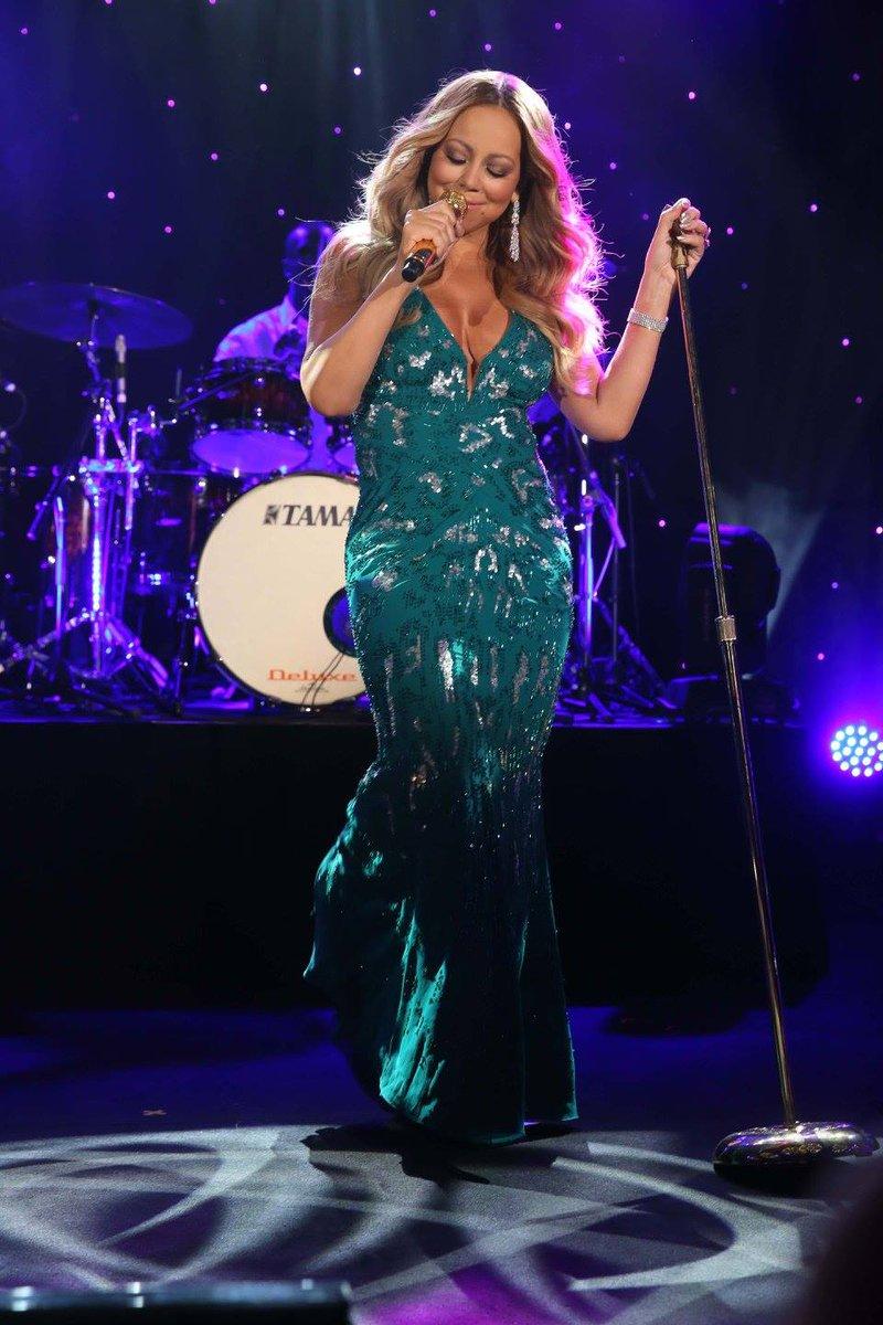 [Nouvel an 2016] ■ Mariah carey en concert en Australie  CXmRPcDWYAA9kmz