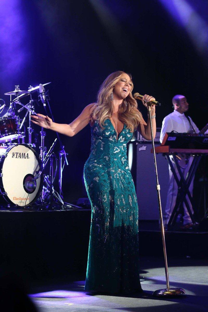 [Nouvel an 2016] ■ Mariah carey en concert en Australie  CXmRRQVWMAAVR1d