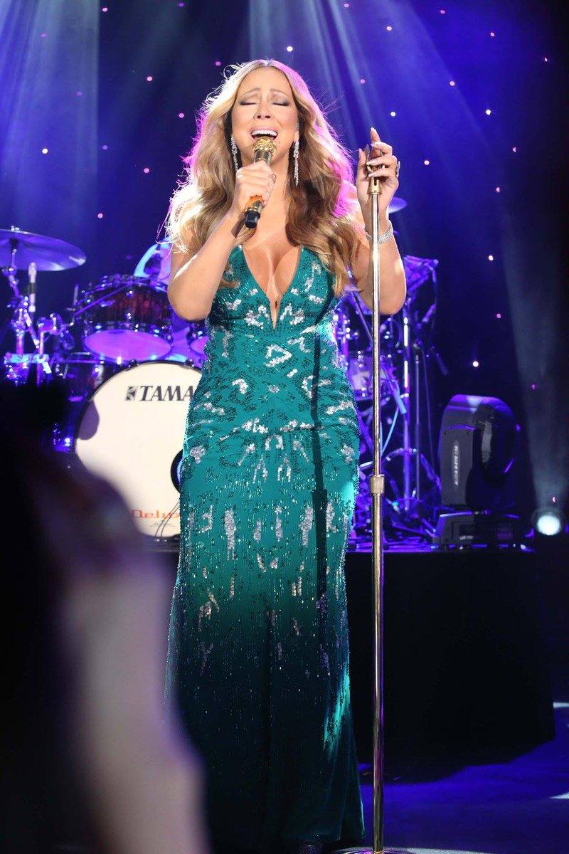 [Nouvel an 2016] ■ Mariah carey en concert en Australie  CXmRSsMWsAEEBut