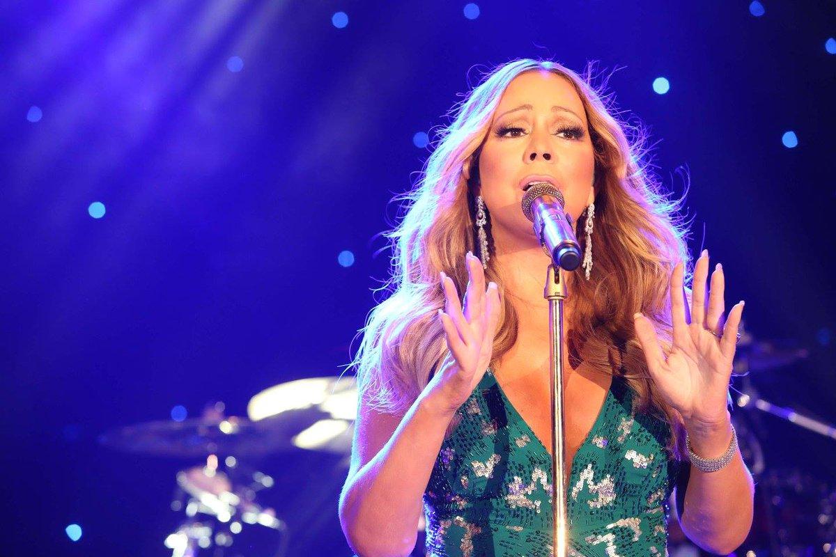 [Nouvel an 2016] ■ Mariah carey en concert en Australie  CXmRUAjWMAAvjlb