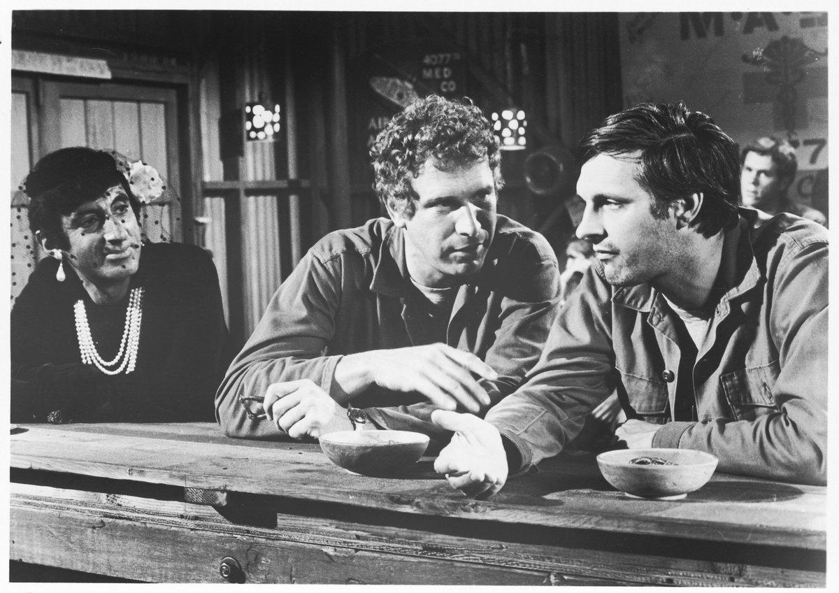Wayne Rogers - 'Trapper John McIntyre' in M.A.S.H. - dies, aged 82
