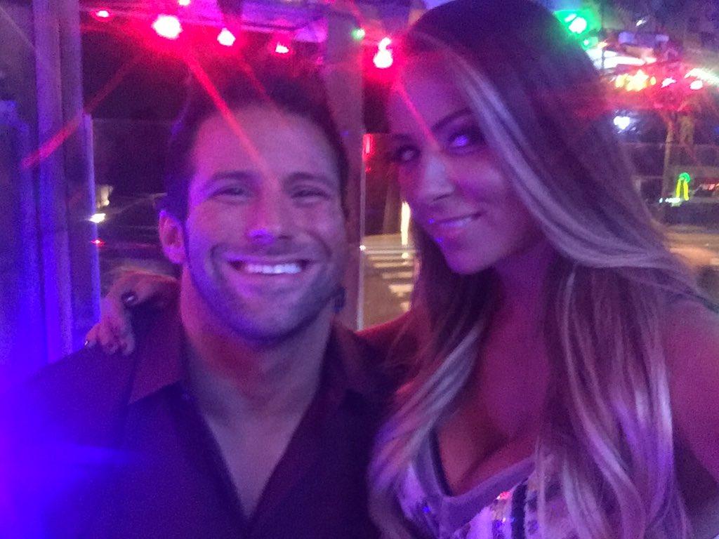 Новая счастливая пара в WWE