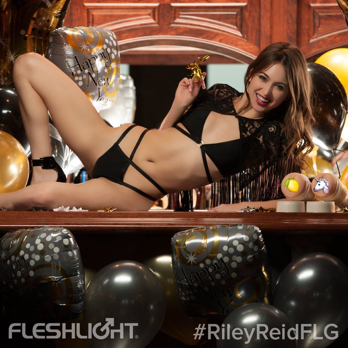 #HappyNewYears from #Fleshlight and meet our new #Fleshlightgirl @RileyReidx3 https://t.co/3CZoxYgZxb