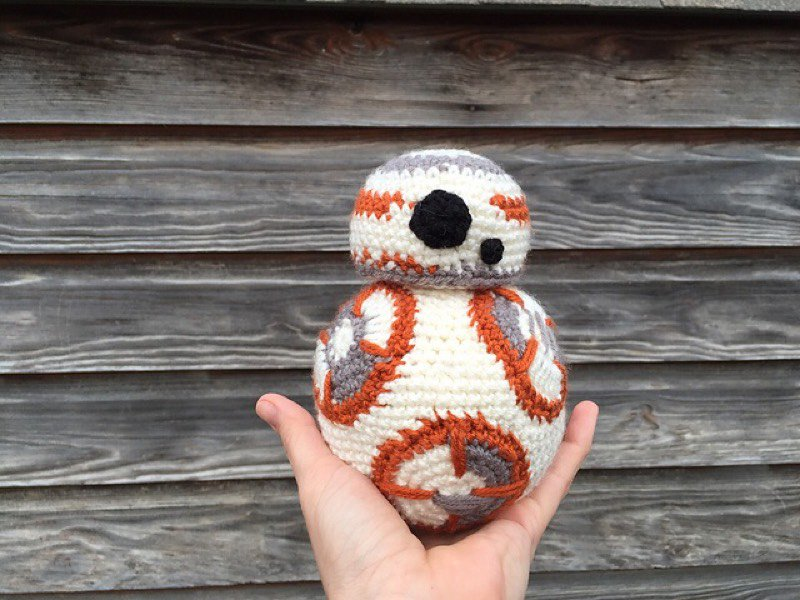 BB-8てゃんの編みぐるみ、フリーPDFがあるみたいですよ。