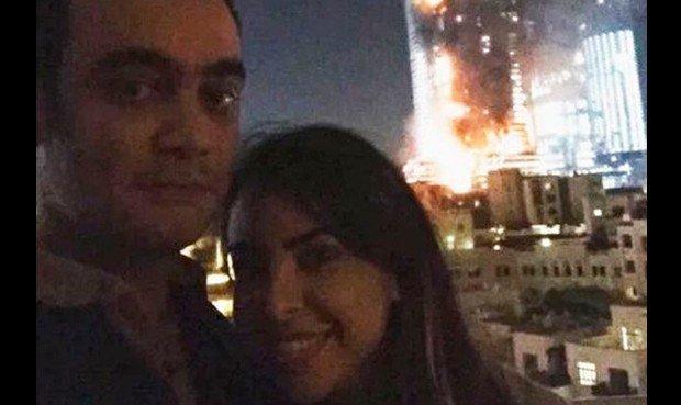 """Selfie da Dubai in finamme """"Felice Anno Nuovo!"""", è polemica"""