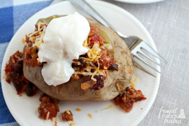 ~New #Recipe ~ Turkey Chili-Stuffed Baked Potatoes- hearty & healthy! https://t.co/Duwv6G3Dxf #InspiredGathering #ad https://t.co/QjvomlE48v