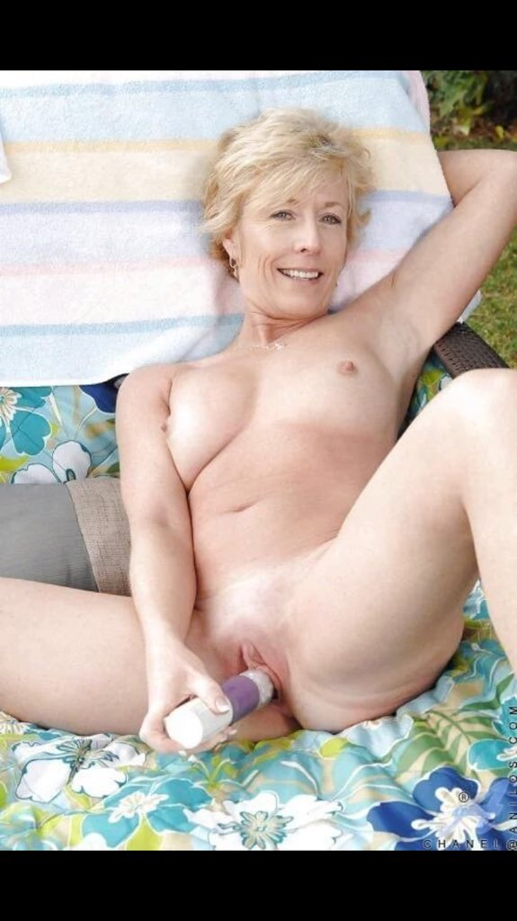 фото стройная голая бабуля