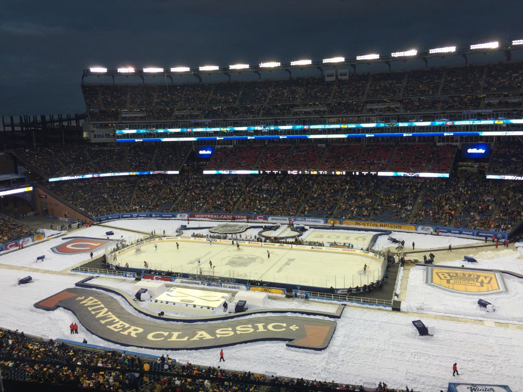 Great day at the #WinterClasic ! RT if you love hockey https://t.co/j0ezQKMLPT