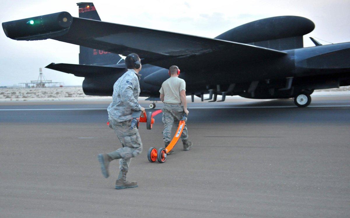 طائره الاستطلاع والتجسس الامريكيه المشهوره U-2  CXqtoj4WsAgS3b2