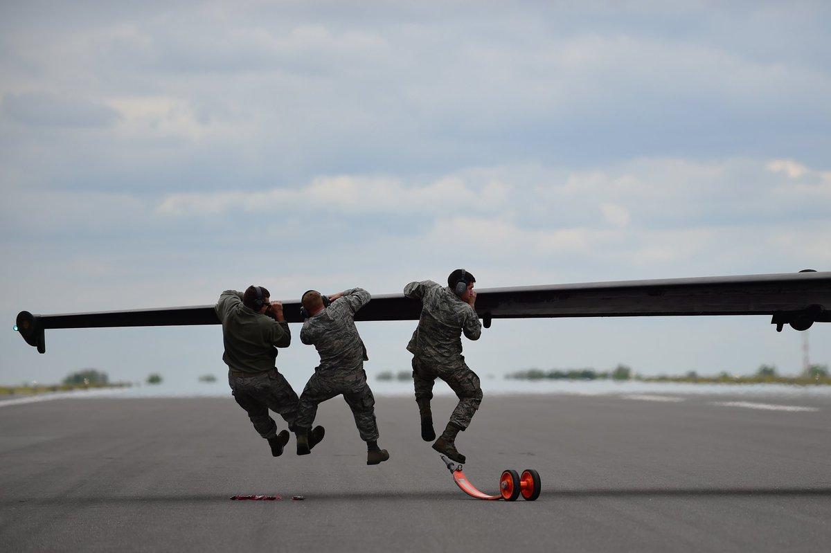 طائره الاستطلاع والتجسس الامريكيه المشهوره U-2  CXqtq7WWsAAla1g