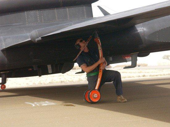 طائره الاستطلاع والتجسس الامريكيه المشهوره U-2  CXqtsOZWcAAEOB4