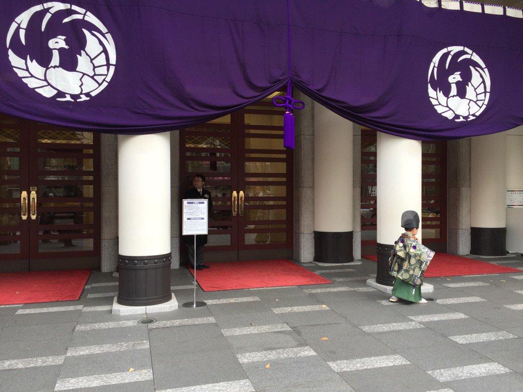歌舞伎座の前に小さな何がいました。 https://t.co/aiYseETi2a