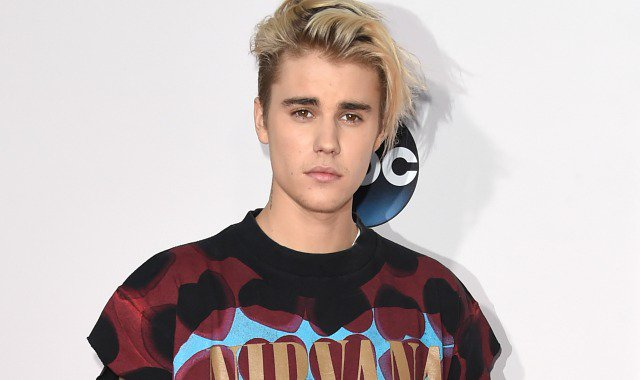 .@JustinBieber Urges Fans To Buy Choir's Charity Single Over His Number One Song https://t.co/sCLpWn6fmc https://t.co/aV9LuJnQxd
