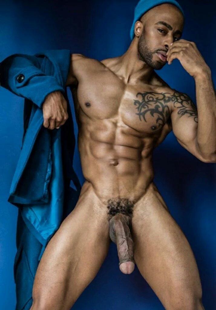 Nudistas desnudos y afeitados
