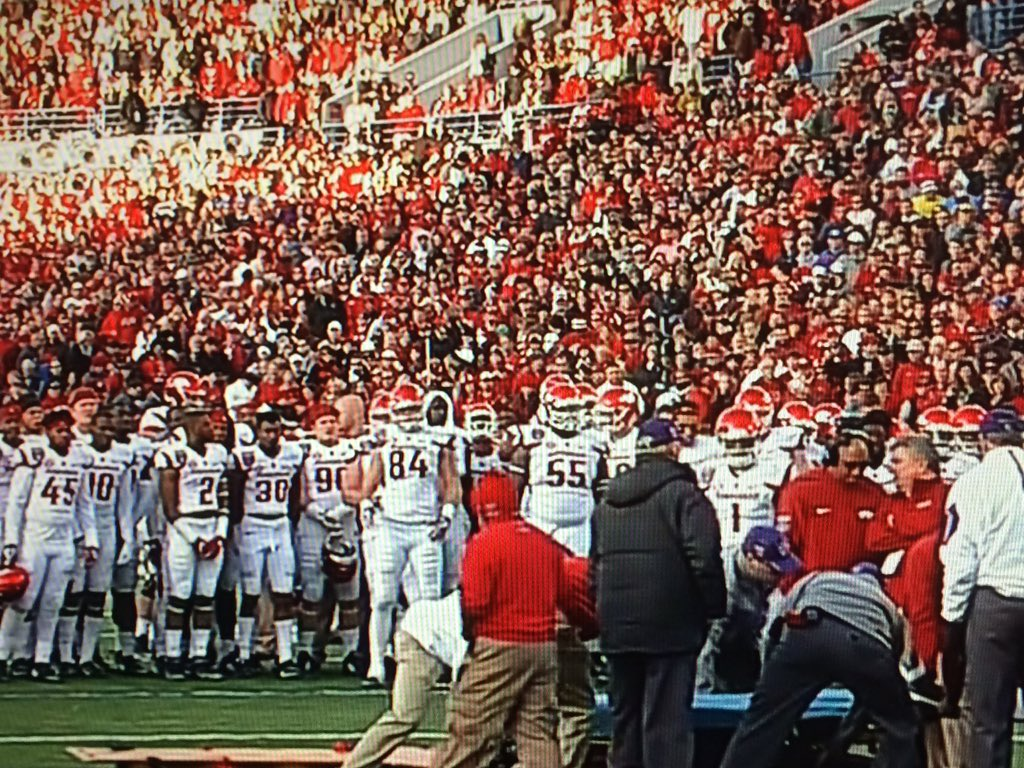 Never seen an entire football team leave sideline to gather around fallen teammate. Powerful pic. #Arkansas https://t.co/bc5I5trY86
