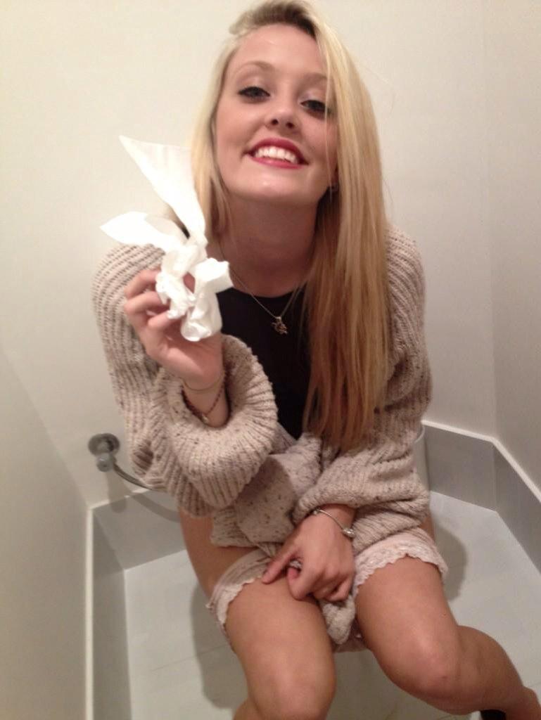 Girls On The Toilet On Twitter -7377