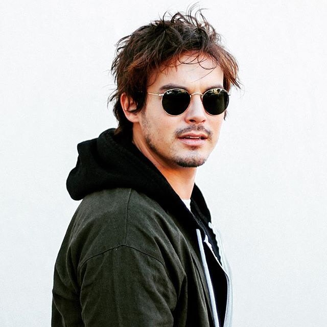 "Enlightened ☀ on Twitter: ""Tyler Blackburn has that messy hair ..."