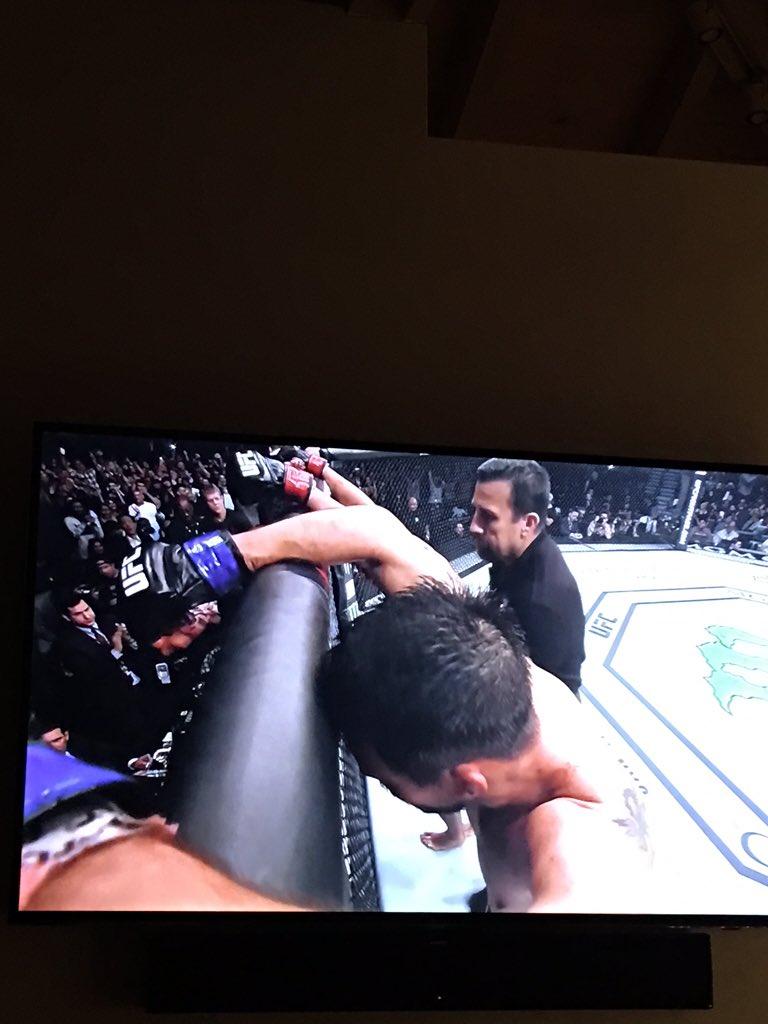 Says it all #UFC https://t.co/ARLl5sIOC2
