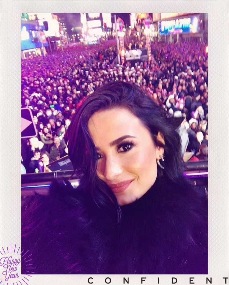 Your typical 2 million person selfie #RockinEve https://t.co/AbCojWtlM...