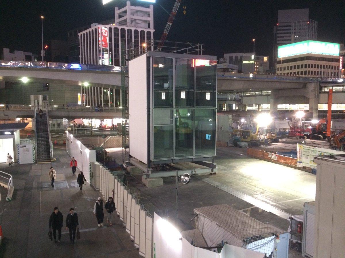 何の箱でしょうね、これ (@ 渋谷駅東口 タクシーのりば in Shibuya, Tōkyō) https://t.co/OACcYKSqIO https://t.co/lLlePZp8MO