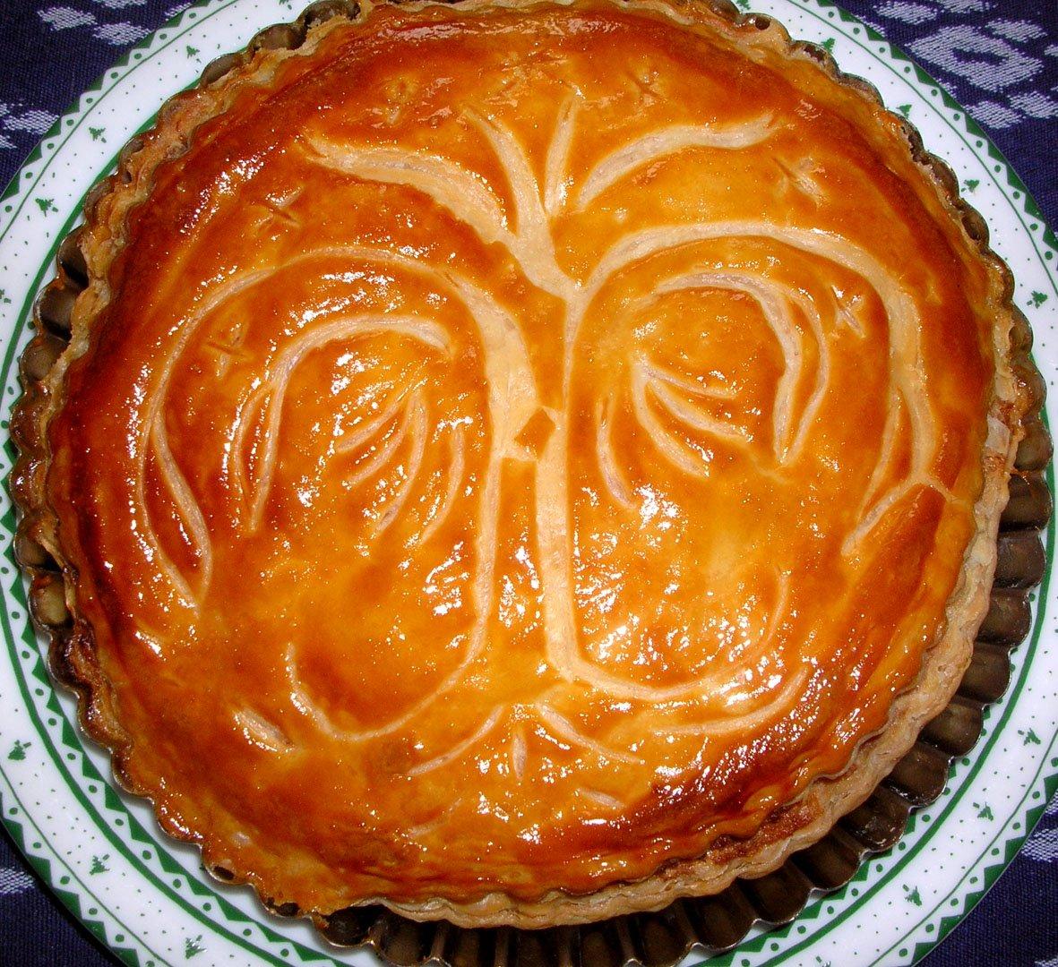 @tenpurasoba4 むかーし焼いたガレットデロワです♪指輪物語にでてくる「白の木」模様(王の紋章)を彫りつけてみたのですが(笑 王のお菓子だからww https://t.co/I6YKXkCRkM
